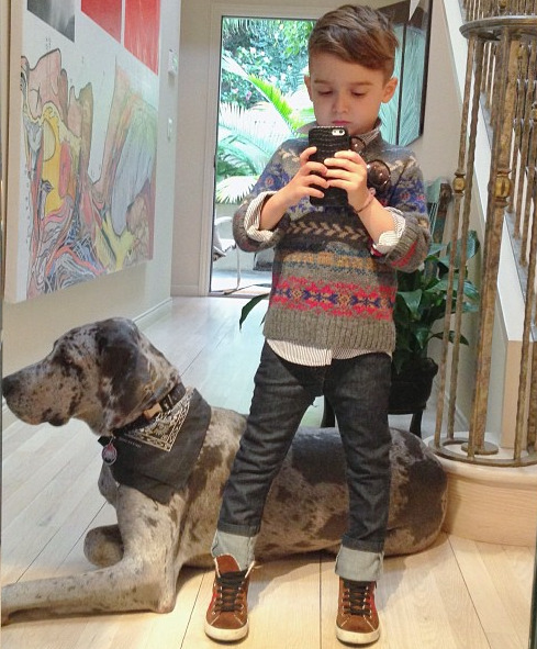 picturealittleliongirl:  toferjv:  this kid is more stylish than me   I want this outfit in Big Girl version. Which for me means just a few sizes larger.