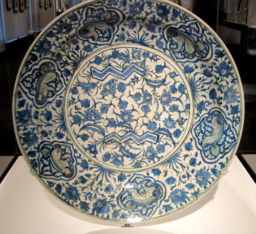 17th century underglazed dish from the era of the Safavid dynasty that ruled modern-day Iran, Iraq, Azerbaijan and parts of Afghanistan. The Art Institute of Chicago, Chicago, IL.  Photo by Babylon Chronicle
