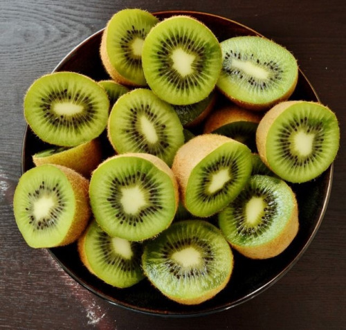 on-my-way-motivation:  Starting to obsess over kiwis, they're soooo good!