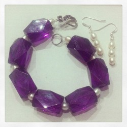 Purple acrylic beads with sweet water pearls & 925 silver flower toggle clasp & matching earrings with 925 silver hooks. #jewelry #pearls #girls #fashion #new #shop #shopping #etsy #woman #silver #swarovski #earrings #bracelet #creative #ideas #iphonesia #igaddicts #instaart #armcandy #gift #original #handmade #support #follow #art #artsandcrafts #fun #cute #pretty #boutique *Be sure to visit 👉 www.etsy.com/shop/stitchandcandy
