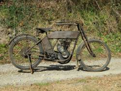 "americabymotorcycle:   Wheels Through Time         Photo of the Day- ""1913 HD"". This original paint 1913 Harley Single was found last year near Cincinnati, OH. After it sat for more than 90 years, Dale and Matt got it up and running again and helped the family of it's original owner sell it at the Las Vegas Motorcycle Auction. What a bike!"