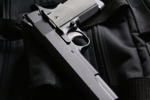 Dan Wesson Valor- Love those clean lines and surfaces, combined with that matte finish.