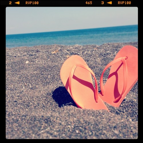 #santorini #greece #greekislands #beach #blacksand #travel #artsy #flipflops #summer #europe (at Perissa Beach)