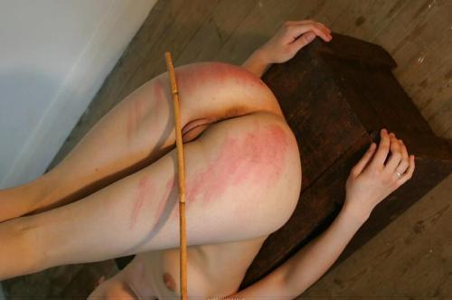 фото красная выпоротая задница