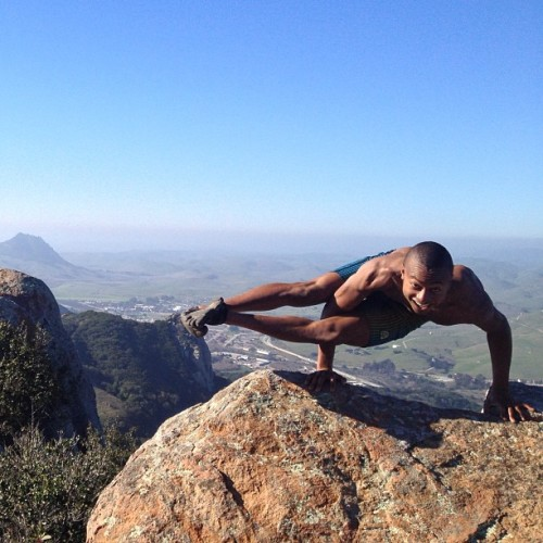 Eight Angle Pose    Astavakrasana yogadudes:  Beautiful Bishops Peak. Reading and #meditation where the air is clear. The chatter of birds is all I hear.😊🙏 No Super Bowl, ignorant yelling people, or sloshy beers. Instead I decide to #challenge myself and #concur my fears. Just the #Yogi in me!😜💪✌ #8anglepose #Balancearmy #Yogaeverdamnday #Yoga2013 #yogaday #Yoga #balance #asana #Workout #fitfarm #Fitstagram #excercise #teamsofit #inspiration #motivation #dedication @fitqueenirene @laurasykora @masumi_g - @andrew7sealy- #webstagram