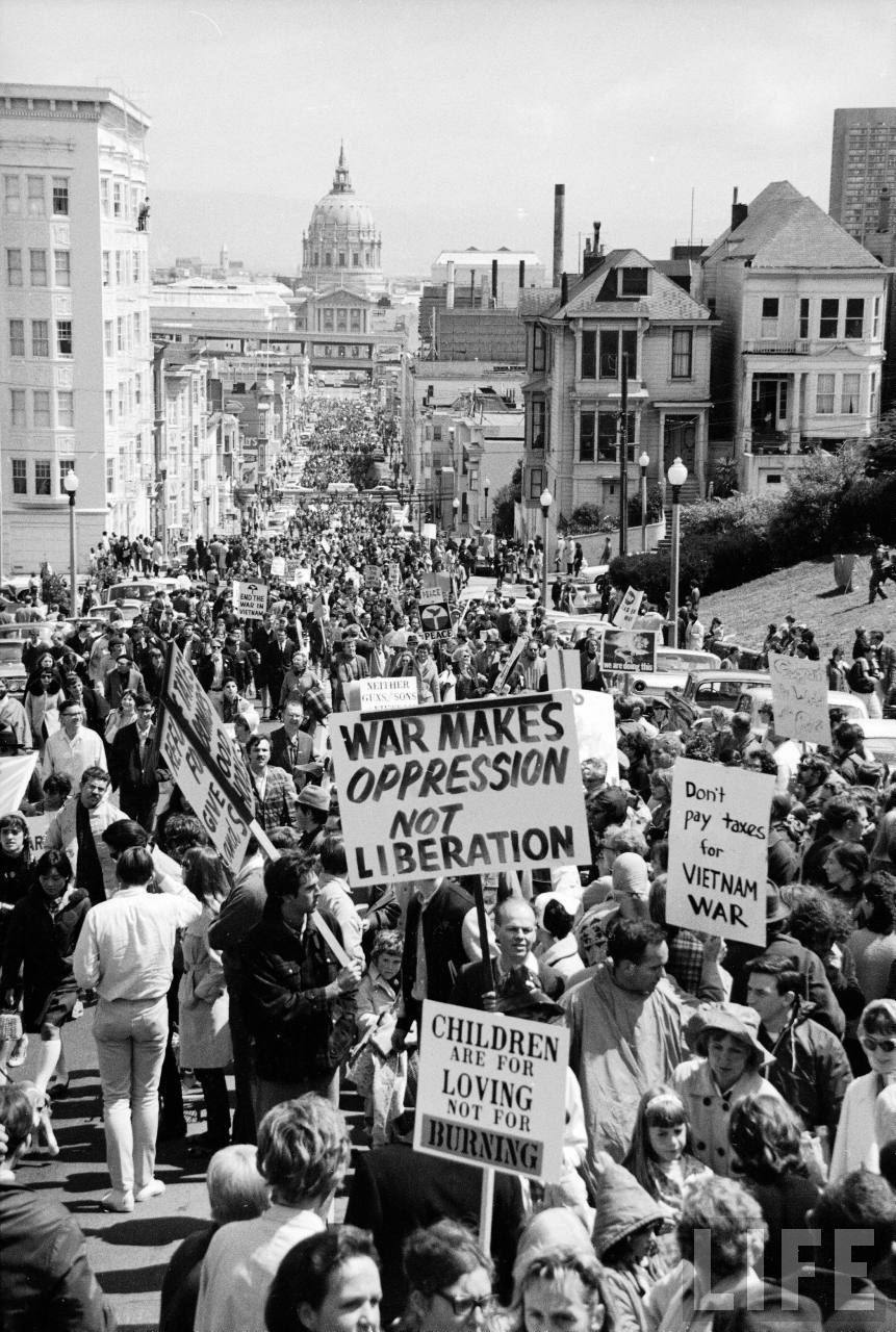 bygoneamericana:  Crowd protesting the US involvement in the Vietnam War. San Francisco, 1967. By Ralph Crane