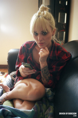 drivenbyboredom:  Here's Alysha Nett looking pretty cute hanging out on her couch.