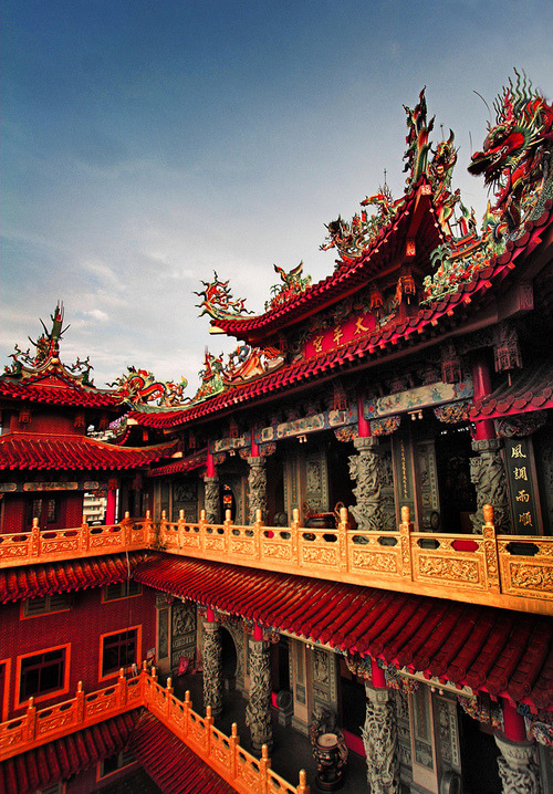 bluepueblo:  Dragon Temple, China photo via bruce