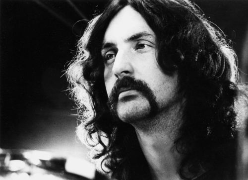 evalikesthewho:  Happy Birthday Nick Mason! Long live the crustless pies!!!