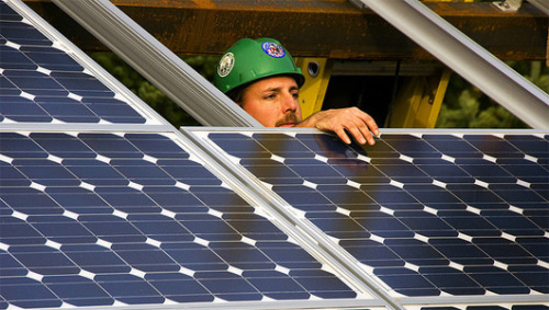 America now has more solar energy workers than coal miners As of 2012, the U.S. employs more than119,000 people in solar jobs, an increase of 13 percent over 2011.