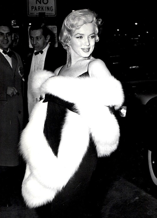 missingmarilyn:  Marilyn Monroe at The Rose Tattoo premiere, 1955.