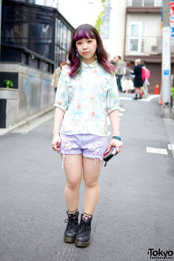 tokyo-fashion:  Candy Stripper Harajuku staffer w/ cherub-print top, laced shorts & purple hair.