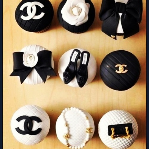 My kind of cupcakes #chanel #sweet #cupcakes #blackandwhite #fashion #fashionandfood #shoes #handbags #fashionblogger