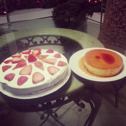 My Flan came out better lookingbthis time around :D along with a beautiful strawberry jello cake :) #baking #birthday  #yum #sweets #sweettooth  #pudding #secondtimesthecharm