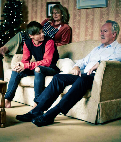Louis_Tomlinson: Screen debut for the grandparents haha! Love it!!