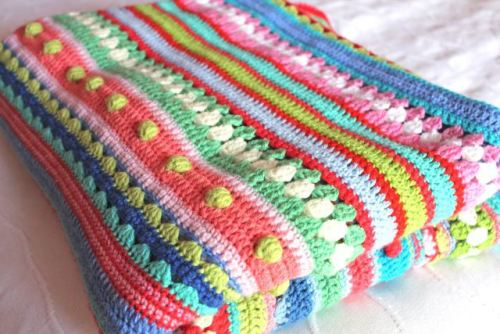 cajunmama:  crochet-along featuring different stitch tutorials(via two new stitch tutorials! | not your average crochet)