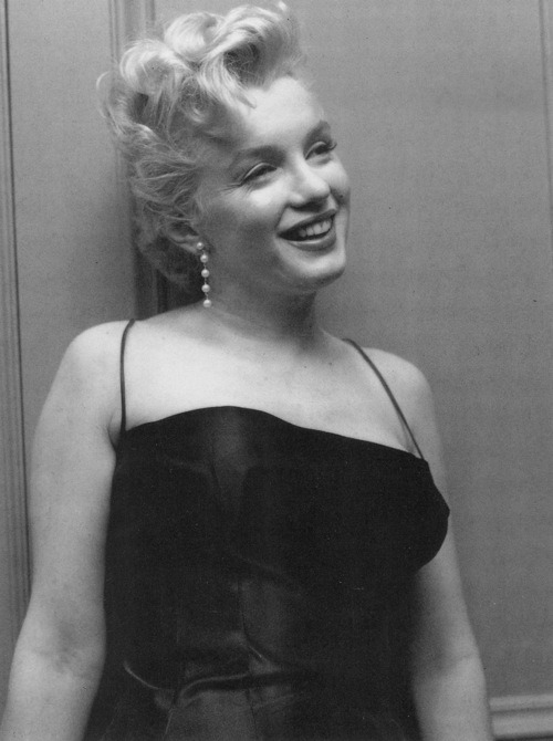 thebeautyofmarilyn:  Marilyn photographed in 1956.