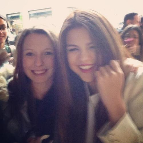 @HarleyBieberX:Awh just met Selena, she's so nice bless her @selenagomez thank you :-)