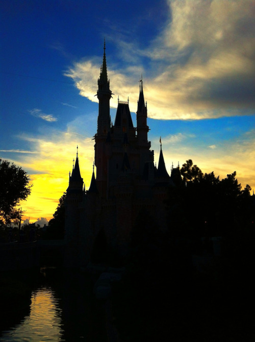 disneyetorlando:  Sunset behind the Magic Kingdom (by rpm150)