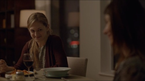 Stephen (Joel Kinnaman) and Caroline (Jewel Staite) at dinner with Stephen's sister Liz (Marin Ireland)