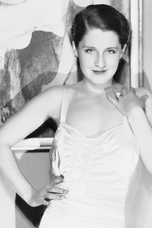 wehadfacesthen:  Norma Shearer, 1930, photo by George Hurrell