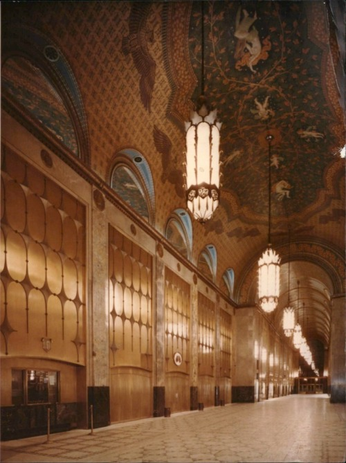 Arcade, Fisher Building, Detroit, Michiganfrom Historic Detroit So grand! From Historic Detroit:  The Fisher Building in 1989. PHOTO FROM THE DETROIT FREE PRESS ARCHIVES.