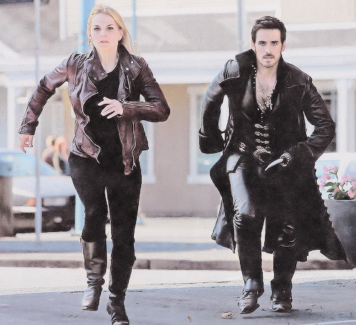 captainswanouat:   captain still from 4x01 in tv guide magazine.  big thanks to captain-swan-oncer for scanning it!