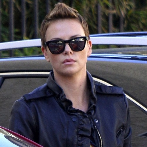 dorothy-snarker:  Charlize Theron's new haircut brings all the lesbians to the yard. Damn right. It's better than yours.