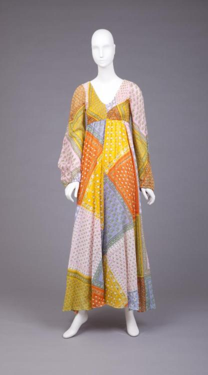 omgthatdress:  Dress 1971 The Goldstein Museum of Design
