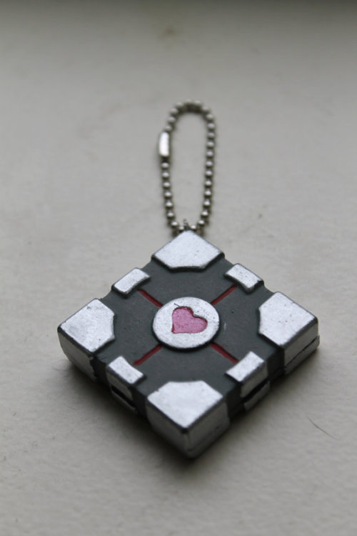 Adorable Portal companion cube keychain! :) geekymerch:  (via Companion Cube Key Chain by AfroKatCosplay on Etsy)