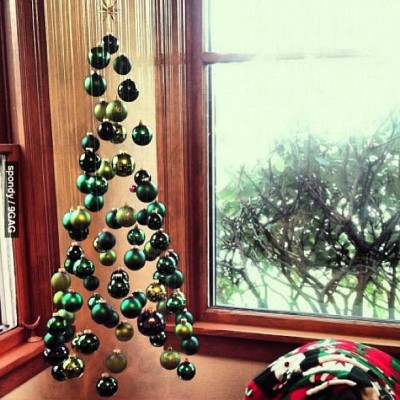 9gag:  Simple yet awesome suspended Christmas tree. #9gag