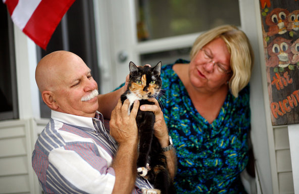 "A Cat's 200-Mile Trek Home Leaves Scientists Guessing ""Nobody knows how it happened: an indoor housecat who got lost on a family excursion managing, after two months and about 200 miles, to return to her hometown. ""I really believe these stories, but they're just hard to explain,"" said Marc Bekoff, a behavioral ecologist at the University of Colorado. ""Maybe being street-smart, maybe reading animal cues, maybe being able to read cars, maybe being a good hunter. I have no data for this."""
