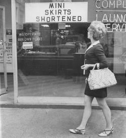 1950sunlimited:  Mini Skirts, c.1960s detnews