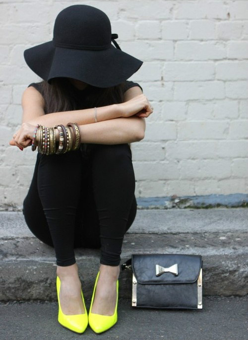 fashion-clue:  must-have-outfits:  Love the pop of yellow to all black.  http://fashion-clue.tumblr.com/