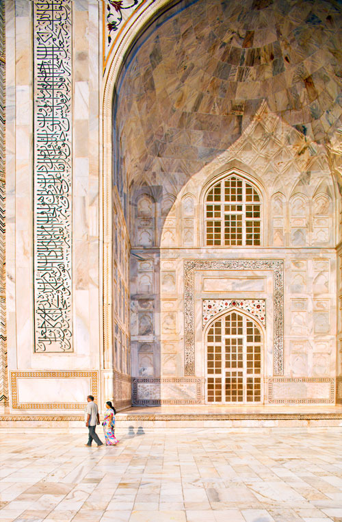 condenasttraveler:  The Grand Tour of Asia: India | The marble surrounding the Taj Mahal, from local quarries, doesn't stain—nearly 400 years after the structure was built, it is still spectacularly vivid.