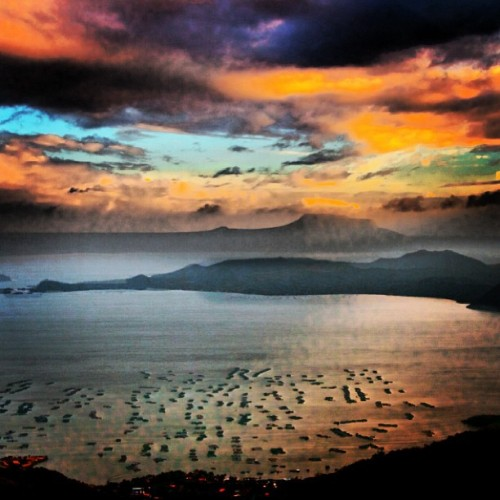 Technicolor Taal Lake #philippines #photography #taal #volcano #morefuninthephilippines #instagramhub #tourist #manila #mac #love #peace #harmony #hashtag #facebook #followme #ipad #iphone5 #mac #beautiful #view #sunset
