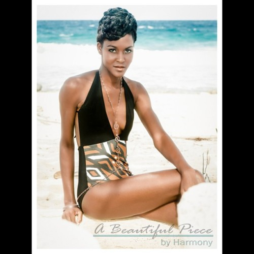Sending a shout out to my lovely model while in #Aruba , Stephany, who is currently in the running for #Caribbean 's Next #Topmodel repping #Curacao !!! Wearing #abeautifulpiecebyharmony and Jewels Nkisi - photographer @leightondphoto