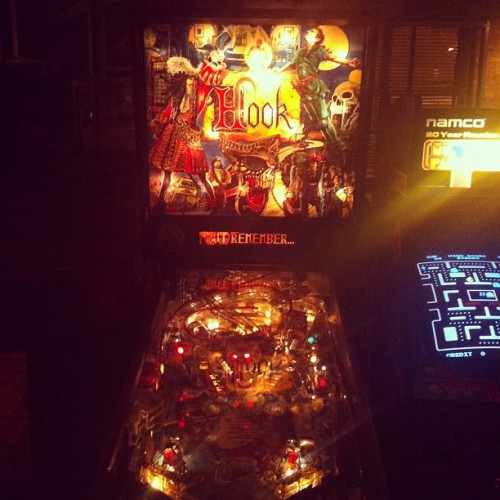 You. Guys. #thistotallyexists #byhookorbycrook #hook #pinballmachine #latergram #gpoy  (at The B.O.B.)
