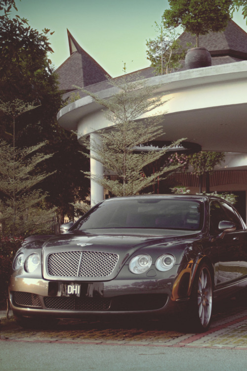 themanliness:  Bentley Continental Flying Spur | Source | More