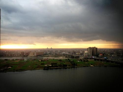 Sunset in beautiful Cairo, Egypt. You can see the Pyramids of Giza in the distance. How I miss this place <3 Picture taken by @nazlyhussein at Corniche el-Maadi