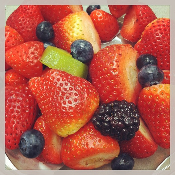 #breakfast couldn't get any better. 🍓👌😻 #berries #strawberries #foodporn #yum #yummy #instagram #sunday  (at Ralphs)