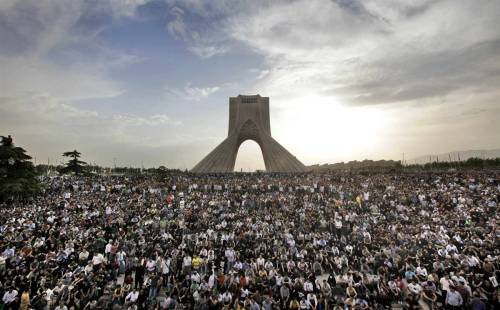farsizaban:  Azadi Tower, Tehran, Iran (15 June, 2009)