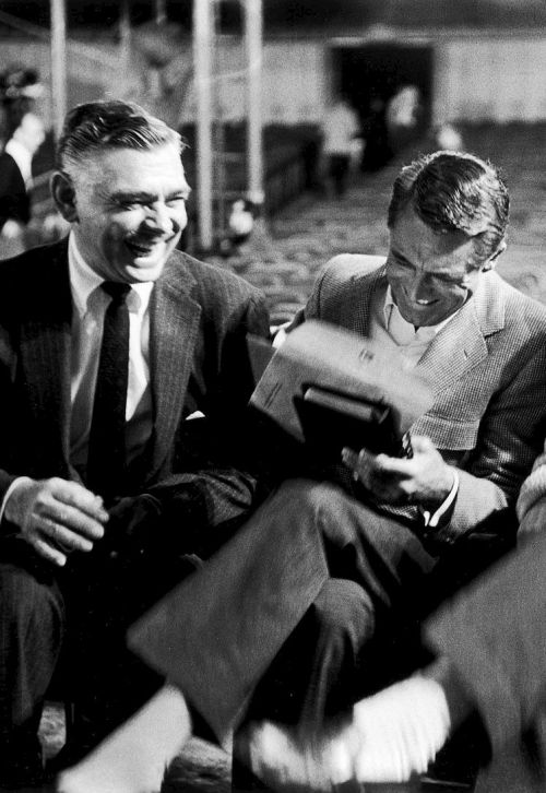 valscrapbook:  terrysmalloy: Clark Gable and Cary Grant during rehearsals for the 30th annual Academy Awards, 1958.