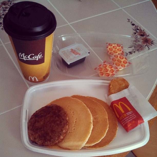 McDonald's breakfast! 6: #hotcakes#hashbrown #hotchocolate #fatty #valenciafilter
