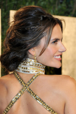 late-night-london:  Alessandra Ambrosio in Zuhair ♡