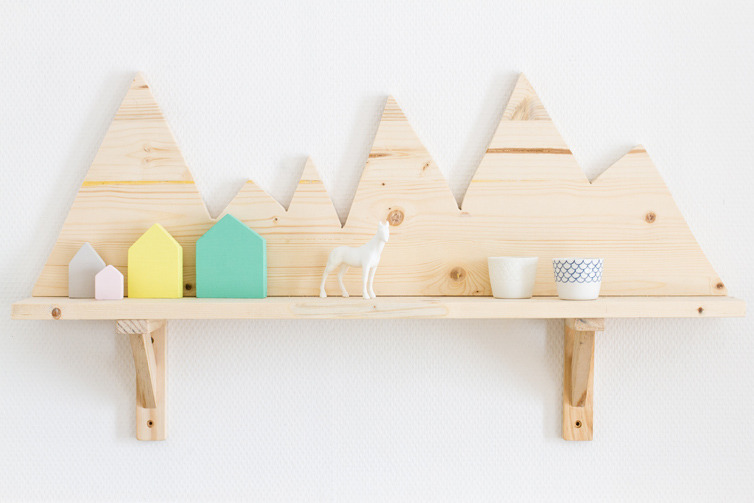 niftyncrafty:  DIY Wooden Mountain Shelf | Carnet Parisiens This is the cutest shelf ever, and it works perfectly by itself as a hanging artwork, or to serve a more functional purpose and actually be used as a shelf. So sweet.
