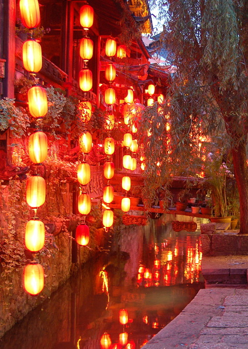 travelingcolors:  Lanterns of Lijiang | China (by Fredrik Nyberg)