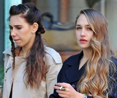 casinochic:  Zosia Mamet and Jemima Kirke filming for Girls, May 14th, 2013  guilty pleasure