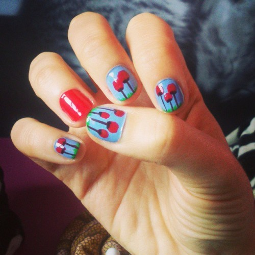 Poppies. #nails #nailart #nailartaddict #nailpolish #nailporn #manicure #spring #poppy #red
