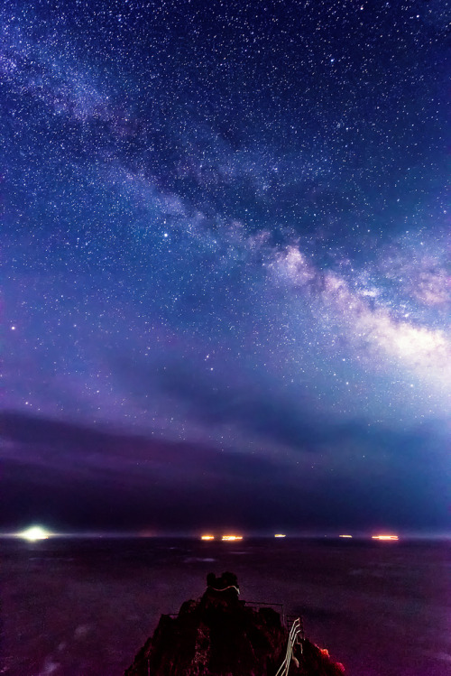 fuckyeahjapanandkorea:  Milky Way Over Cape Irozaki (by Yuga Kurita)